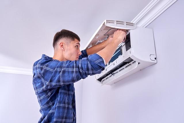 Bruzdowanie ścian a montaż klimatyzacji