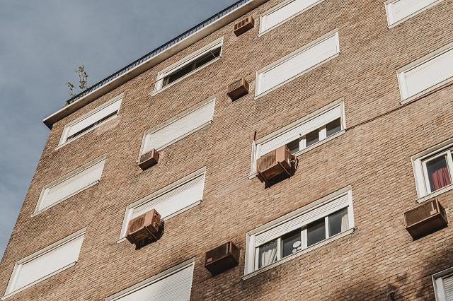 Klimatyzacja w mieszkaniu w budynku wielorodzinnym